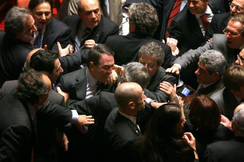 Quando l 39 aula si trasforma in ring le risse segnano i for Quanti sono i membri del parlamento italiano