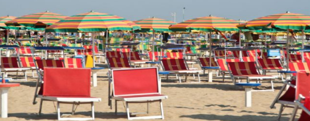 """Rimini, hotel e spiagge contro il meteo sbagliato: """"E' terrorismo, ci danneggia"""""""