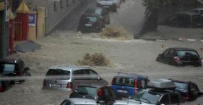 """Alluvione Genova, tre dirigenti comunali indagati per aver """"taroccato"""" i dati"""