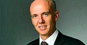 Il professor Mario Dini, primario del reparto di Chirurgia estetica a Firenze - mario-dini_interna