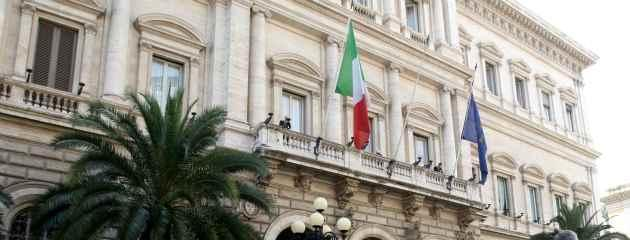 Banca d'Italia in mano a soci privati. 'Conflitto d'interesse'. 'No, è indipendente'