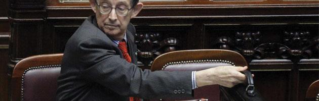 """Delega fiscale, governo pone fiducia. Fini: """"Esecutivo rispetti lavoro commissioni"""""""