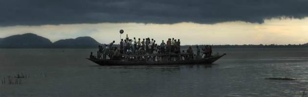 India: tempesta si abbatte sul fiume Affonda il traghetto, oltre 100 morti