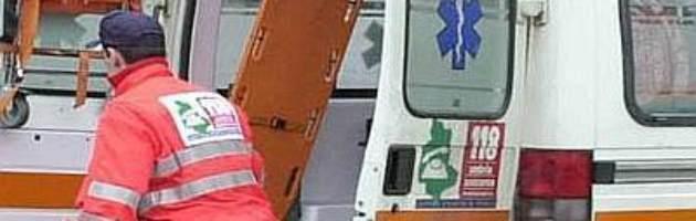 Busto Arsizio (Varese), donna lancia due figli piccoli dal 3° piano: era depressa