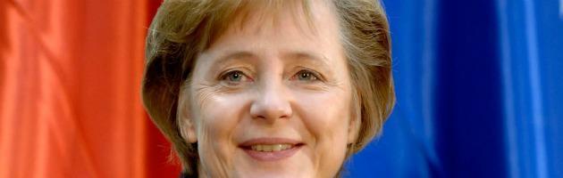 """Francia, Merkel: """"Hollande benevenuto"""" ma non si rinegozierà Fiscal compact"""