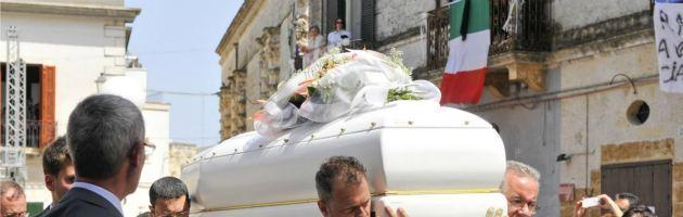 Bomba Brindisi, tutta Mesagne saluta Melissa. Ci sono Monti e tre ministri