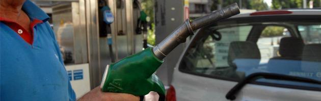 Inflazione, prezzi salgono dell'1,2%. Benzina, aumenti a catena dopo Eni