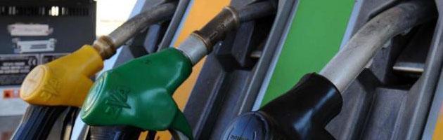 """Prezzo benzina, Antitrust scrive a Monti: """"Urgente banca dati per automobilisti"""""""