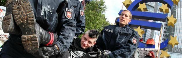 """Blockupy Francoforte, fermati 45 italiani. Tutti già rilasciati: """"Tornate sabato"""""""
