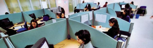 "La fuga dei call center all'estero: ""Rischi per la privacy degli italiani"""