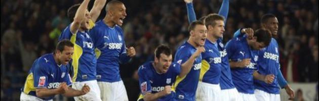 Patron del Cardiff City vuole cambiare colore della maglia per soldi. No dei tifosi