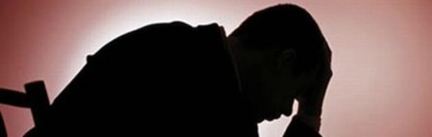 Brescia, lancia figli dalla finestra e si uccide Depresso da quando aveva perso il lavoro