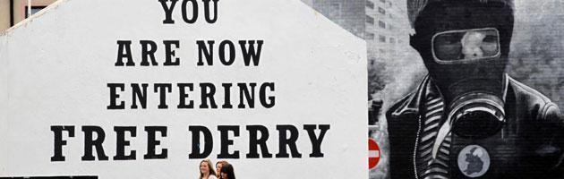 """Dalla Bloody Sunday ai moralizzatori a mano armata. Derry è """"la città della paura"""""""