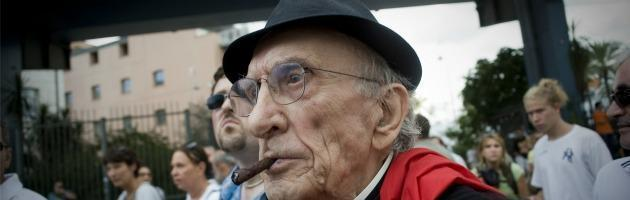 Don Gallo recita De André. A Reggio Emilia in scena 'Storia di un precariato'