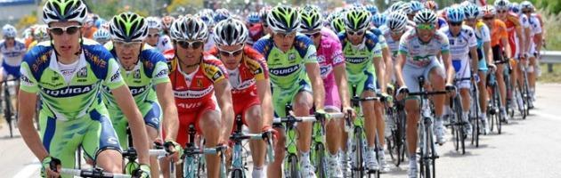 Al via il 95° Giro d'Italia: tra montagna, crono e arrivi storici il favorito è Scarponi