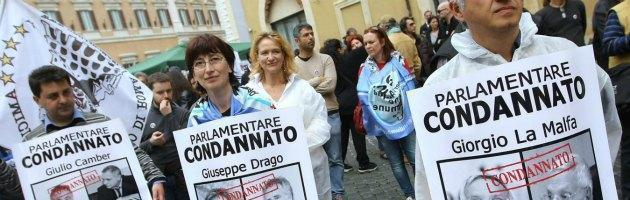 Il Movimento 5 stelle torna davanti a Montecitorio