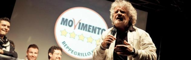 """Grillo: """"Il denaro fuori dai partiti"""". Bersani: """"Demagogo, ma fa politica"""""""