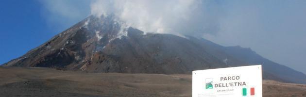 Catania e parco dell'Etna: cittadini e militari puliscono, il Comune no
