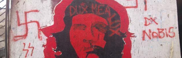"""Reggio Calabria, fiamme e scritte fasciste contro il centro sociale """"Cartella"""""""