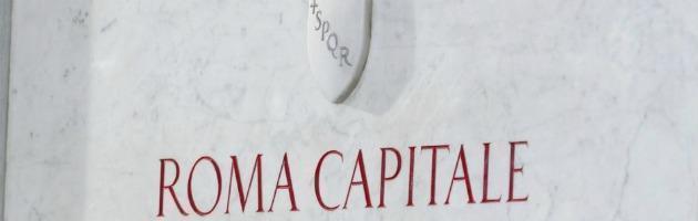Roma Capitale, tagli ai benefit dei consiglieri. E scoppia la rivolta