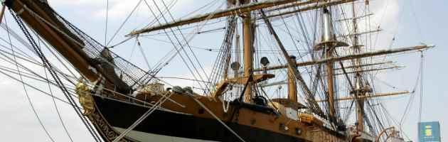 Incidente a bordo della nave Vespucci: marinaio cade dall'albero e muore