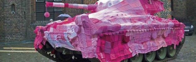 Dalla street art alla beneficenza, quando lavorare a maglia fa bene