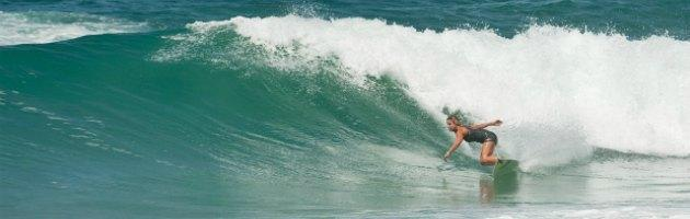 """La coppia rosa del surf si racconta: """"In Italia non si vive solo di onde"""""""