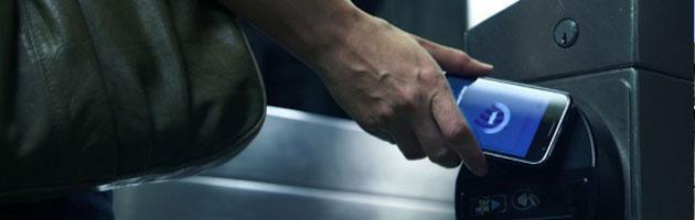 Sms al posto del bancomat, i pagamenti con il cellulare crescono del 62% nel 2012