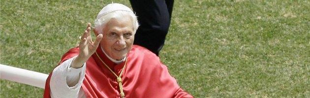 Papa a Milano, scritte con minacce di morte in metropolitana. Già cancellate