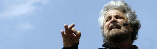 """Grillo: """"In un'azienda privata Monti sarebbe cacciato a calci in culo"""""""