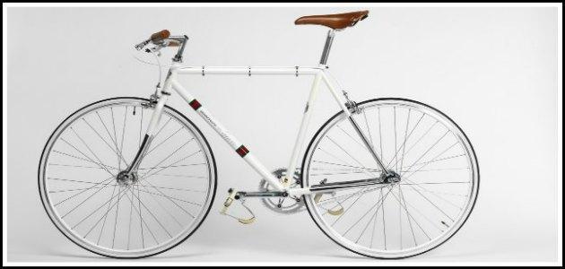 """La moda va in bicicletta: numerata e decorata è adatta al """"ciclo-feticista"""""""