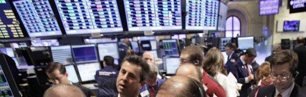 Borsa, piazza Affari vira in negativo dopo sprint effetto Grecia. Spread a 464
