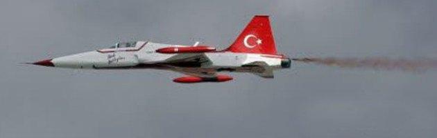 Aerei Da Caccia Turchi : La turchia schiera sei cacciabombardieri lungo il confine