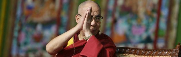 Il consiglio comunale di Milano sospende la cittadinanza onoraria al Dalai Lama