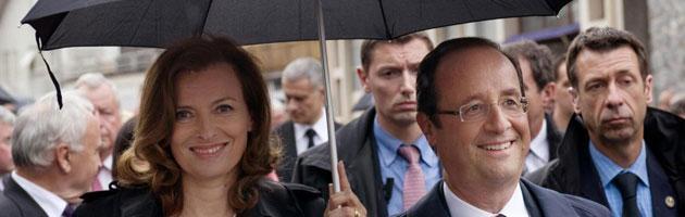 Francia, la compagna di Hollande contro la ex Segolene Royal. E il ps la attacca