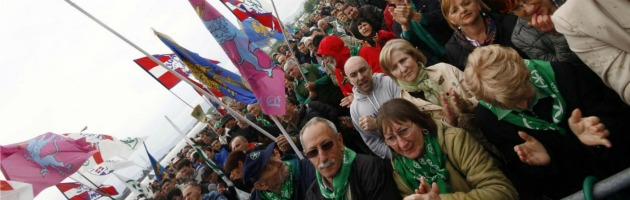 Lega Nord, a congresso dopo 10 anni. Dal 'mafioso di Arcore' alle 'scope' di Maroni