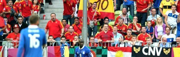 """Euro 2012, la Uefa apre un'inchiesta sui """"buh"""" dei tifosi spagnoli a Balotelli"""