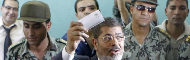 Egitto: dal carcere al vertice dello Stato, ma dietro Morsi c'è ancora l'ombra dei militari