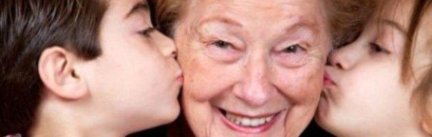 Crisi, detrazioni fiscali a chi assume neo mamme e aspettativa per i nonni sitter