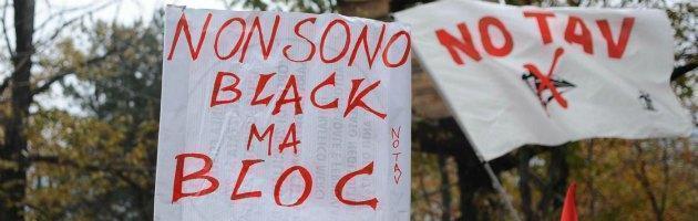 Val Susa, tensione a Chiomonte. Un gruppo di No Tav lancia pietre contro la polizia