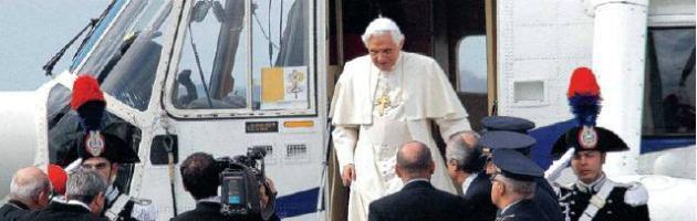Benedetto XVI arriva a Milano, una visita da tredici milioni di euro