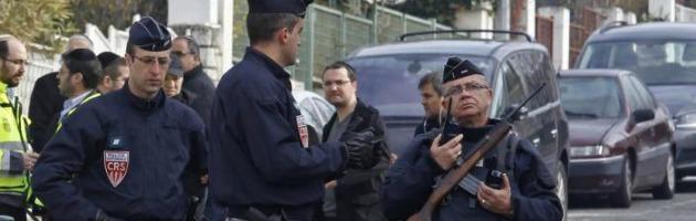 Francia, prende 4 ostaggi in banca. Dopo sei ore viene arrestato