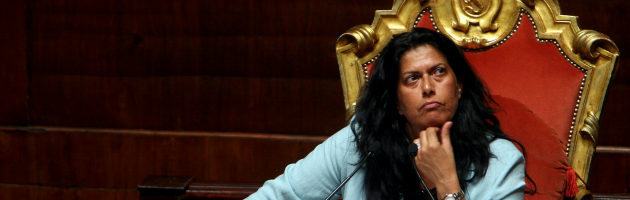 Lega, Rosi Mauro acclamata segretario del SinPa. La rabbia silenziosa di Maroni