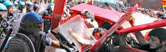 Riforma del lavoro, scontri a Montecitorio tra manifestanti e forze dell'ordine