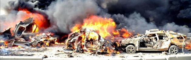 Siria, gli osservatori Onu sospendono le attività. Altre bombe a Homs
