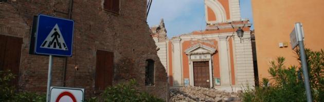 "Palazzo Chigi: ""Altre scosse in arrivo"". Paura in Emilia, sindaci in rivolta"