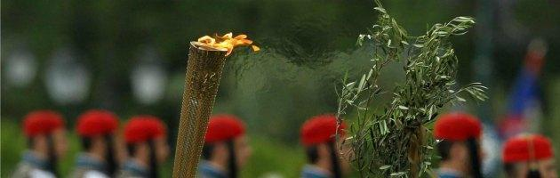 "Londra 2012, Olimpiadi troppo ""british"" Scozia boicotta torcia con men in black"