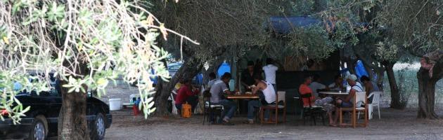 Centro d'accoglienza chiuso dal prefetto. E i migranti delle angurie tornano schiavi