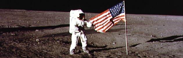 """Spazio, Nasa: """"Sulla Luna ancora in piedi le bandiere Usa"""""""
