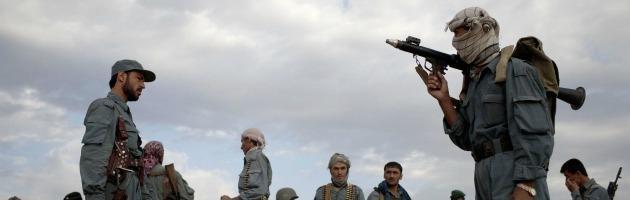 """""""Gli italiani bombardano l'Afghanistan"""". Lo scoop di """"E"""" prima della chiusura"""
